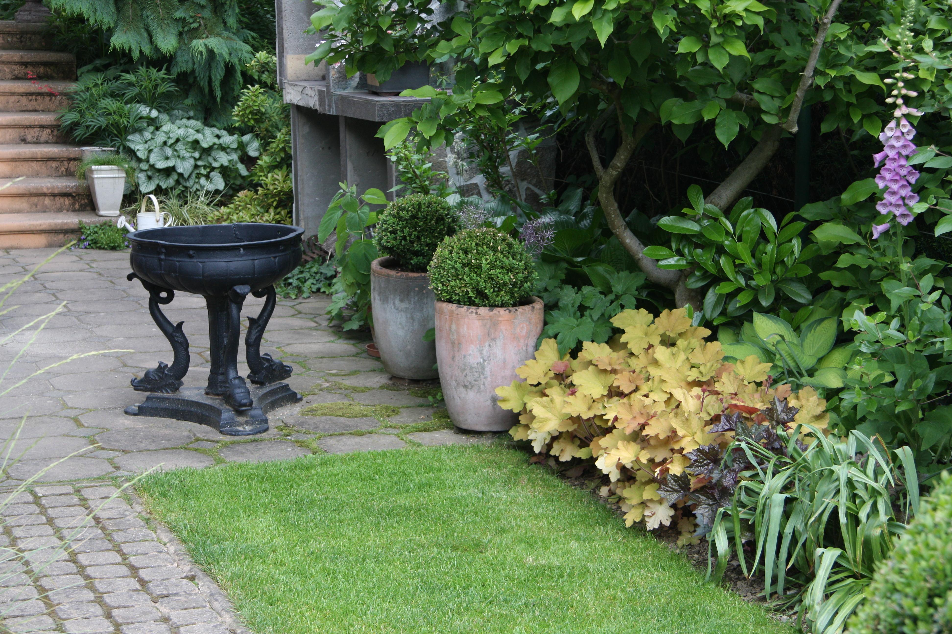 slovenski vrtovi navdiha dotik enske senzibilnosti. Black Bedroom Furniture Sets. Home Design Ideas