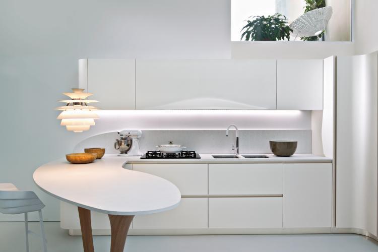 Kleine Keuken Met Schiereiland : Kuhinje: Kakovost za več desetletij ...