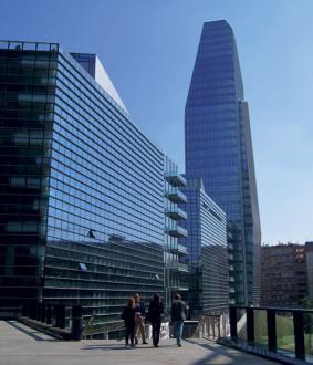 Predel Varesine zaznamuje stolpnica Diamond studia KPF.