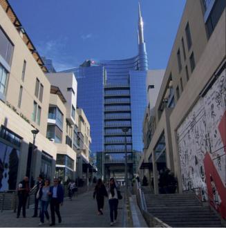 Znana milanska nakupovalna ulica Corso Como se konča tam, kjer se začne nova nakupovalna ulica v mestni četrti Porta Nuova.