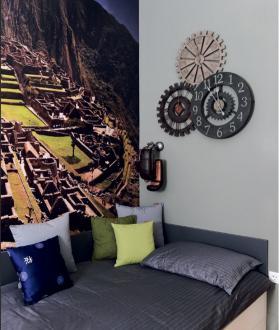 Tudi v mladinski sobi so na eni steni uporabili fototapeto z motivom znamenitega Machu Picchuja.