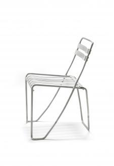 Prototip stola iz aluminija, Alfred Roth, 1933. Oblikovalec je za natečaj enega večjih proizvajalcev aluminija oblikoval tri različne modele, vendar nobeden ni ustrezal serijski proizvodnji, ker stiki niso prenesli obremenitev.  - Foto: Foto: Andreas Sütterlin