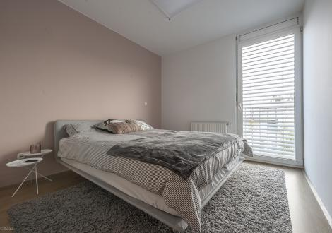 V eni od spalnic so prav tako izbrali kombinacijo pastelnih odtenkov.