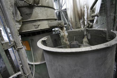 Pranje poteka le mehansko, brez kakršnihkoli kemikalij, vso tehnološko vodo očistijo in jo vrnejo v sistem za nadaljnjo uporabo.