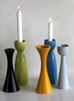 Leseni svečnik, oblikovanje Jernej Mali, facebook/ateljemali ali sejem Artish, 30 evrov