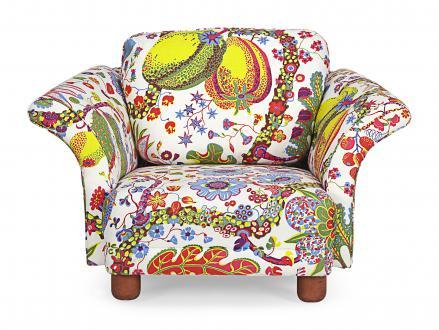 Obliko in vzorec tapetniškega blaga za fotelj Liljewachs je zrisal za Svenskt Tenn.