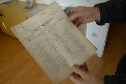 Izvod Indeksa semen iz leta 1889, ki so ga iz enega evropskih botaničnih vrtov vrnili v Ljubljano s pripisom, seme katerih vrst naj jim pošljejo.