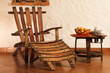 Fotelj iz hrastovega soda. - Foto: Sodko