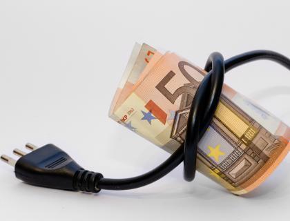 Skupinski nakup elektrike in plina: ZPS izborila povprečni prihranek v višini 211,41€