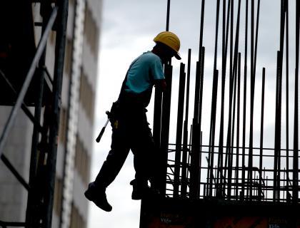 Vrednost opravljenih gradbenih del julija navzdol