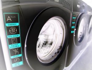 Pralno-sušilni ali pralni in sušilni stroj