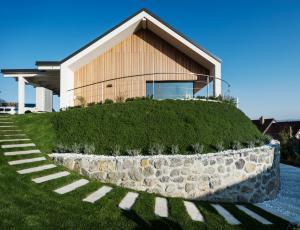 Energijska učinkovitost montažnih hiš: Stane enako, prihrani več