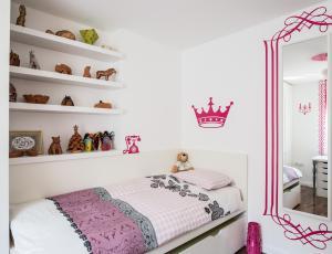Osvežitev otroške sobe: Stenske nalepke za scenografijo namišljenega prostora