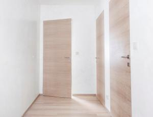 Notranja vrata: brez vidnih podbojev