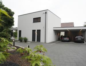 Garaže in nadstreški: Zaključni kamenček v videzu doma