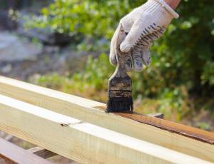 Zaščita lesa na prostem: Osvežitev potrebna vsaka tri leta