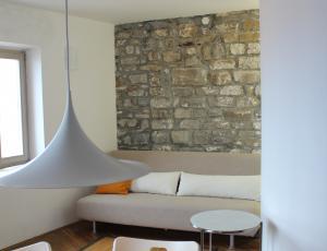 Odprta vrata – vzorčne prenove: V objemu kamnitih zidov
