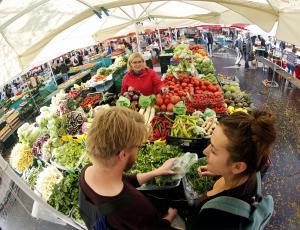 Kmetijski pridelki v tretjem četrtletju cenejši za 2,1 odstotka