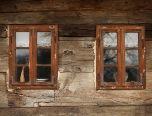 Okna stavbne dediščine: Na odločitev vpliva stanje celotnega objekta