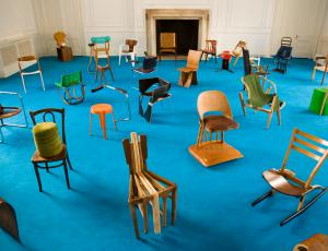 100 stolov v 100 dneh