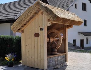 Oživljanje slovenskih krajevnih vodnjakov 2012