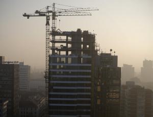 Decembra izdanih manj gradbenih dovoljenj za stavbe