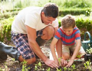 Z otroki na vrtu