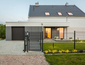 Kam in kako postaviti dvoriščno ograjo
