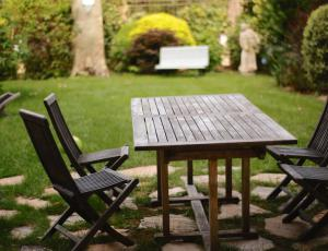 Zaščita lesenega vrtnega pohištva