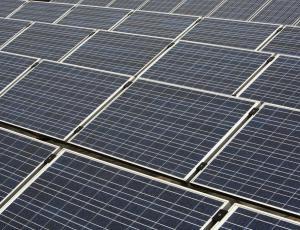 Naložbe v obnovljive vire energije lani upadle skoraj za petino
