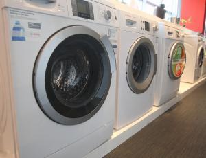 Test pralno-sušilnih strojev: Perejo dobro, pri sušenju pa je težav veliko