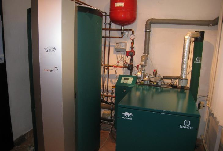 Začetna investicija v toplotno črpalko za ogrevanje stanovanja je nedvomno višja kot v naprave na fosilna goriva, vendar je raba energije, ki jo potrošnik kupuje, precej manjša. - Foto: Katarina Nemanič