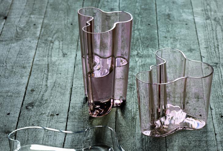 Kultno vazo jo je Alvar Aalto oblikoval pred osemdesetimi leti. - Foto: Iittala