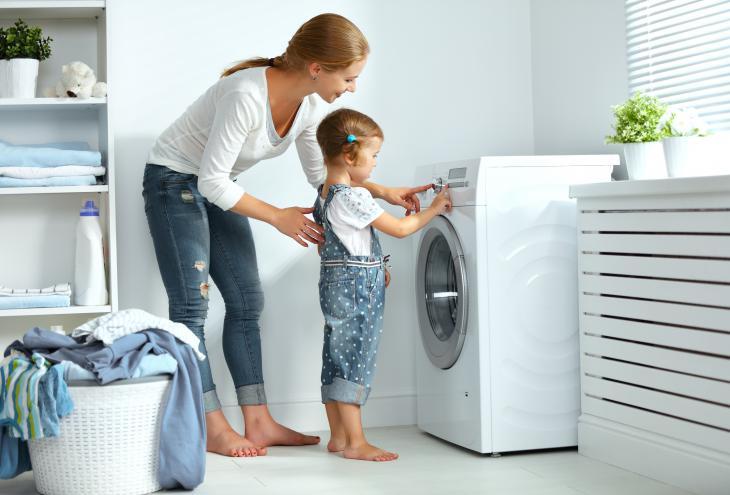 Gospodinjstva v povprečju perejo štiri- do šestkrat na teden, največkrat pri temperaturi 40 °C. - Foto: Shutterstock