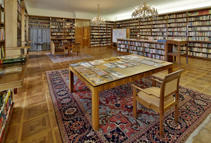 Masarykova knjižnica na Praškem gradu, kot jo je zasnoval arhitekt Jože Plečnik. - Foto: Jan Gloc