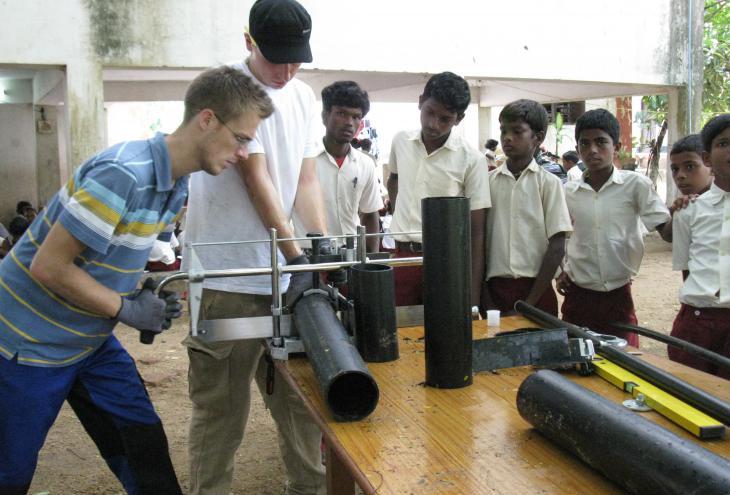 Podjetje Geberit sodeluje v humanitarnih akcijah po svetu, ki naj bi zagotovile trajnostni razvoj, tudi s pomočjo urejenih sanitarnih razmer. - Foto: Geberit