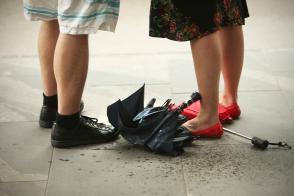 Kam z mokrim dežnikom? V vrečko. Slika 2