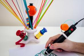 Pisalo, ki reciklira plastiko v 3D skulpture Slika 2