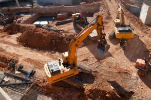 Slovenija maja z največjim mesečnim padcem gradbenih del v EU Slika 1