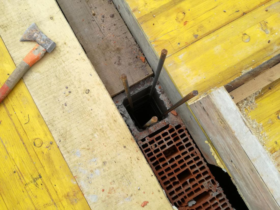 Nosilni stebri bodo vliti skupaj s temeljno ploščo.