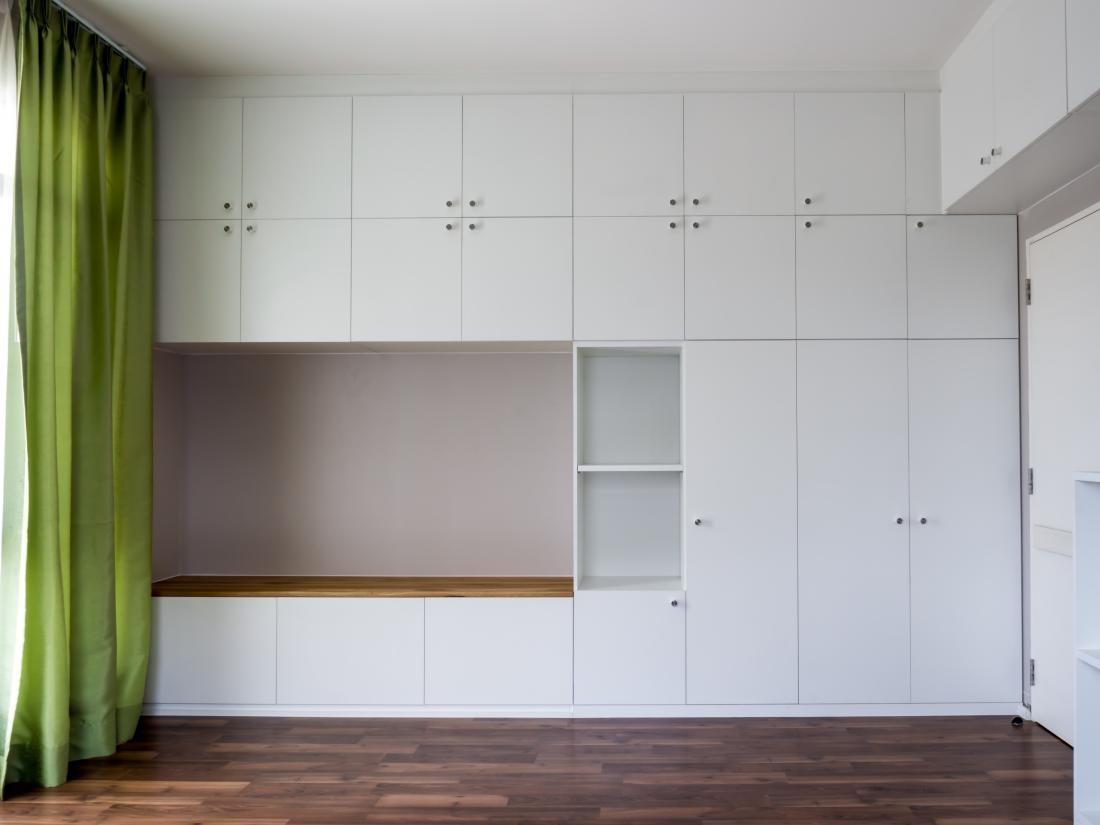 Prostor je velikokrat mogoče optimalno izkoristiti le s po meri narejenim pohištvom. Takšne so pogosto garderobne omare.
