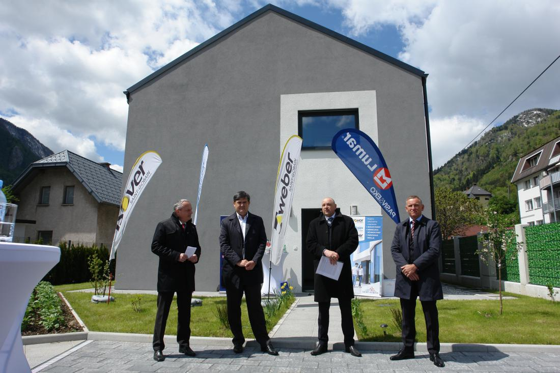 MultiComfort in Jesenice (from left to right) was introduced: Andrej Robič, marketing manager of Saint-Gobain Construction Products doo, Gorazd Šmid, deputy director and technical director of Lumar doo, Jože Polajner, director of construction products Saint-Gobain doo, Isover and Rigips and Murgelj, director of Saint-Gobain Construction Products Ltd., Weber.