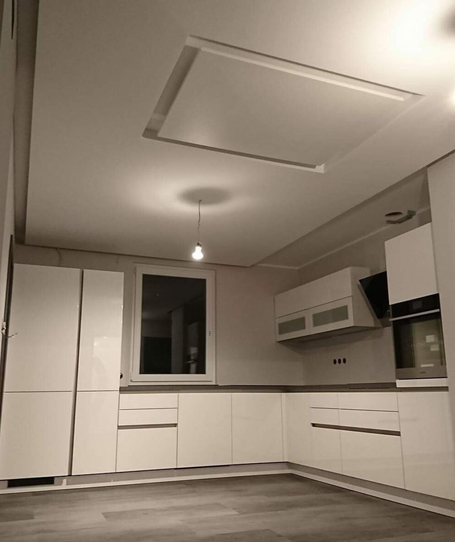 Če montiramo IR-panele na strop, se jih ne moremo po nesreči dotakniti. Segrejejo se največ kot lončena peč.