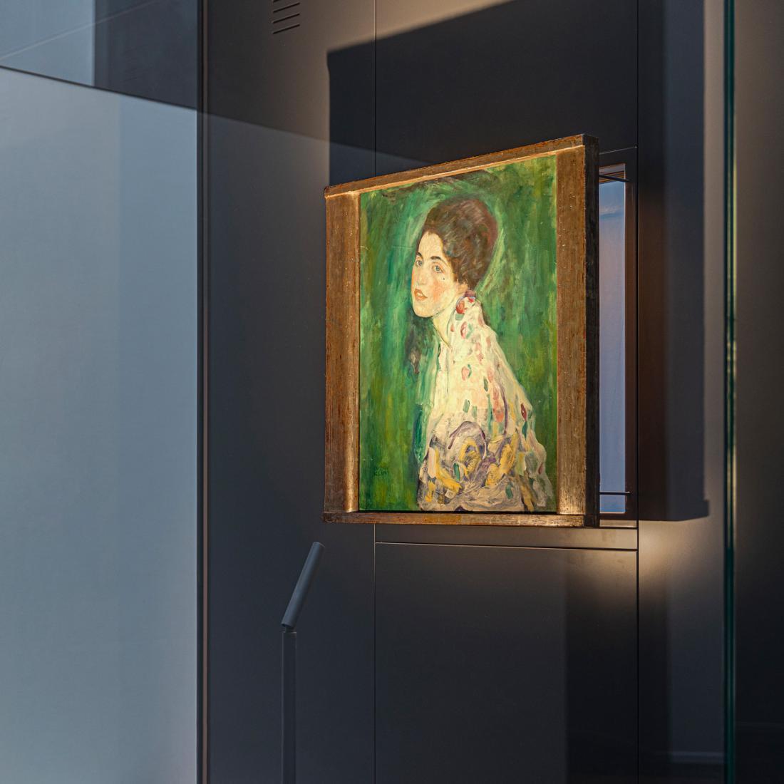 Portret mladenke z rjavimi lasmi, ki ga je Gustav Klimt naslikal v zadnjih letih življenja, je zdaj na ogled z novo osvetlitvijo. Foto: Fausto Mazza