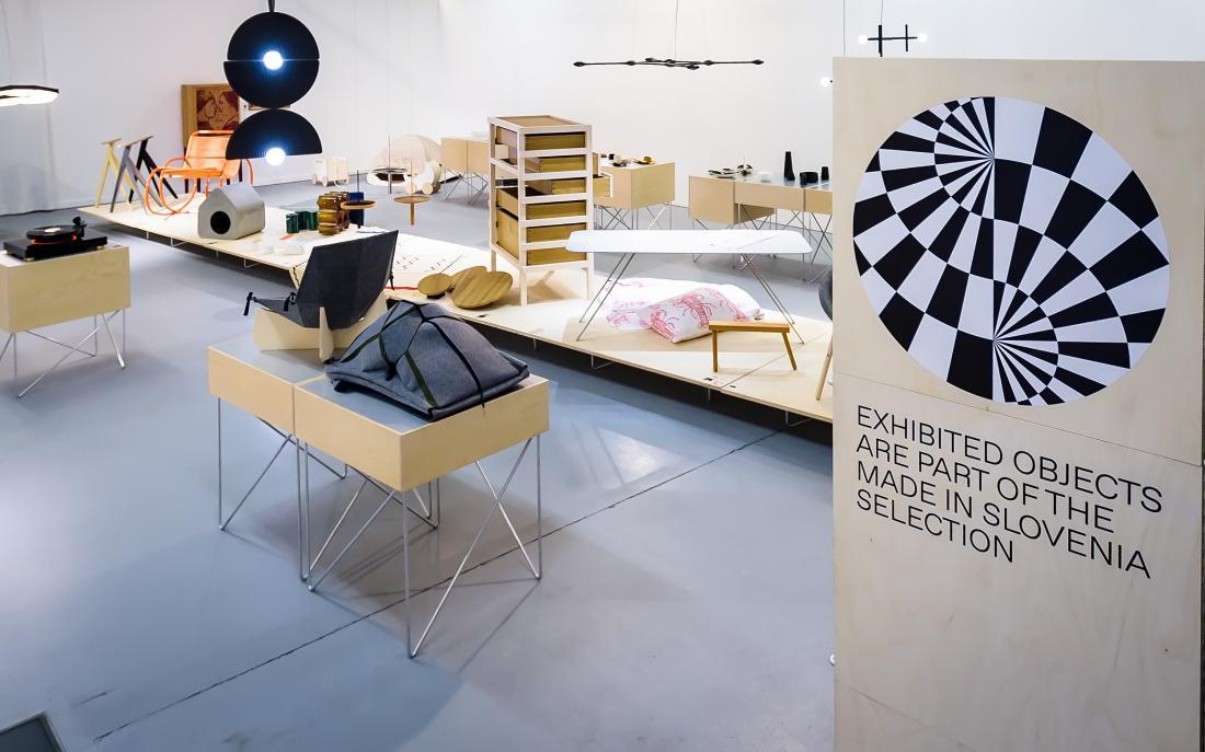 Kuratorki razstave sta Zala Košnik in Mika Cimolini, postavitev pa je delo oblikovalskega studia Kabinet 01.
