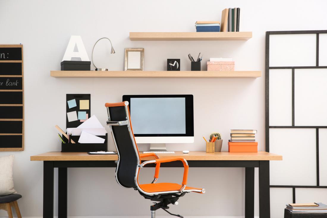 Ergonomsko oblikovan stol omogoča dinamično sedenje. FOTO: New Africa/ Shutterstock