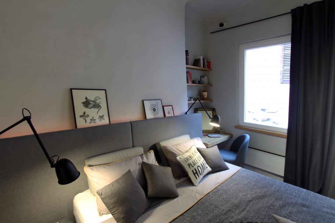 Sodobna oprema se lepo poda v star okvir stanovanja.