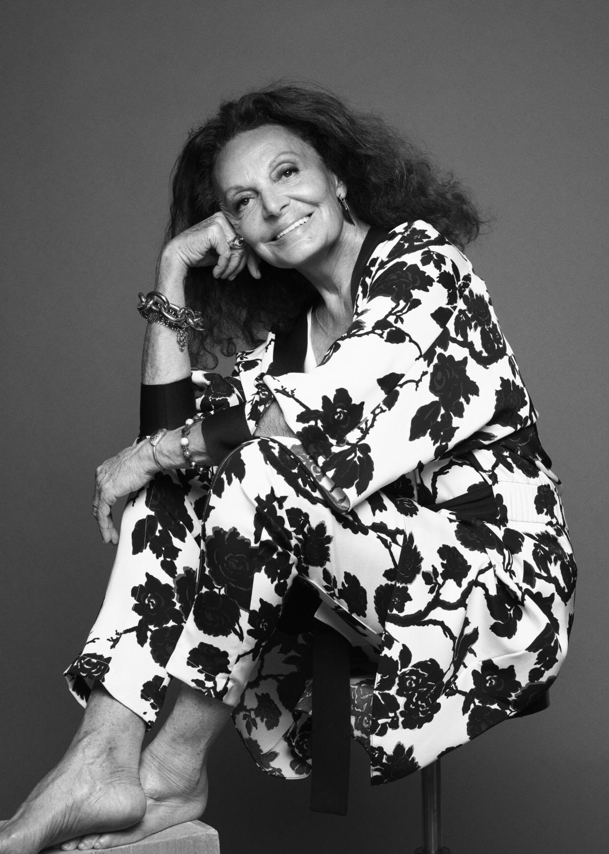 Modna oblikovalka Diane von Furstenberg se je v zgodovino zapisala z obleko na preklop, ki jo je oblikovala leta 1974.