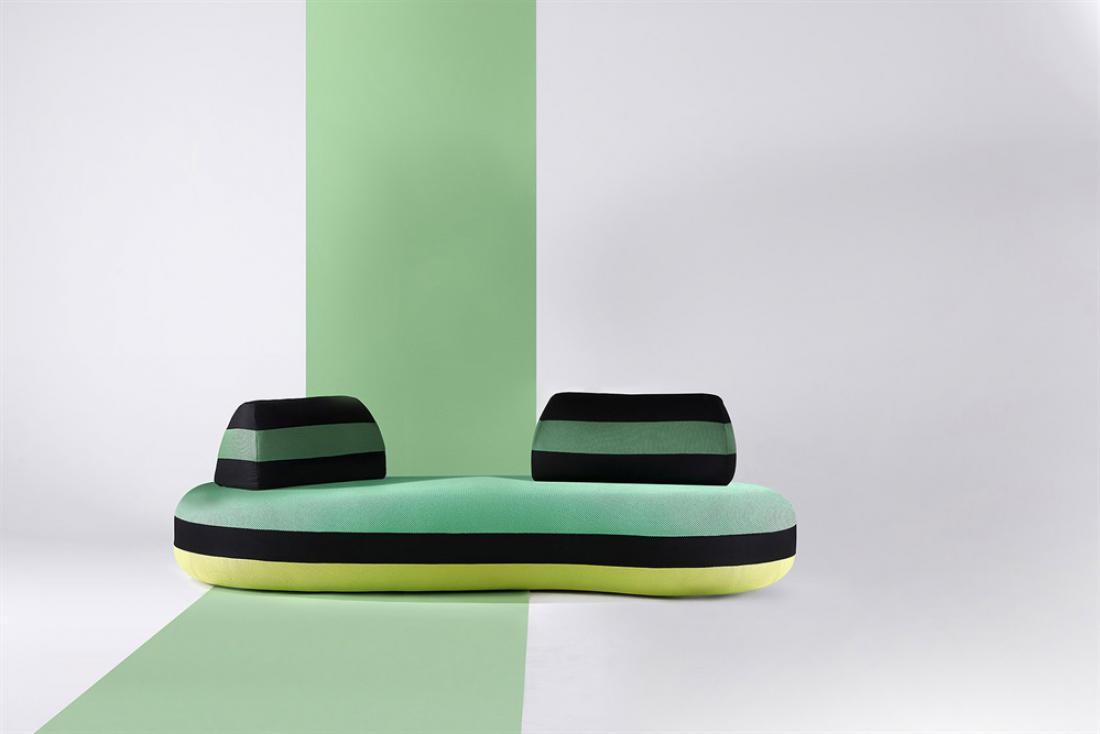Pri podjetju Roche Bobois so portugalsko umetnico Joano Vasconcelos prosili, naj zanje oblikuje jubilejno kolekcijo oblazinjenega pohištva in dodatkov ob 60. obletnici podjetja. V drzne kombinacije je vključila tudi zelene odtenke.