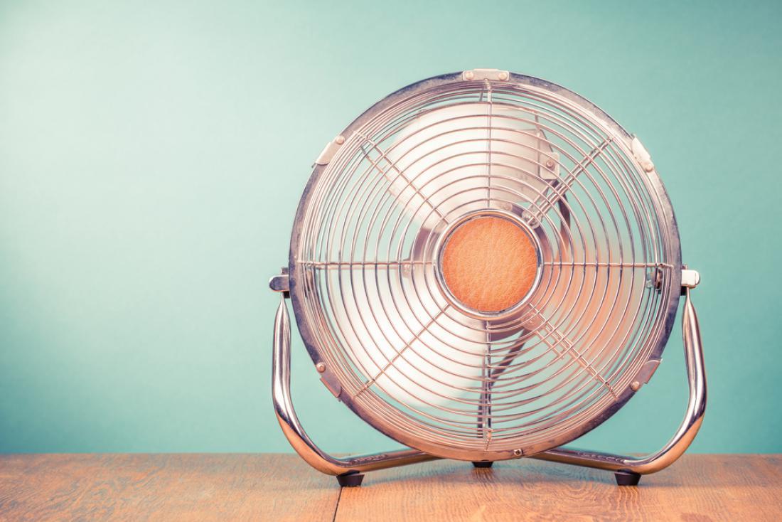 Za boljši občutek si lahko omislite namizni ventilator. FOTO: BrAt82/Shutterstock